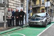 Átadták az első állami támogatású elektromos BMW i3-ast