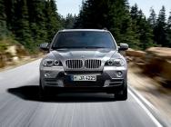 Videó: Motorcsónak helyett BMW X5 SAV